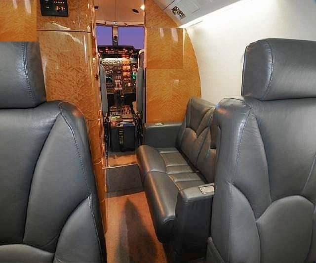 Learjet 55 60 2 Place Divan, RH
