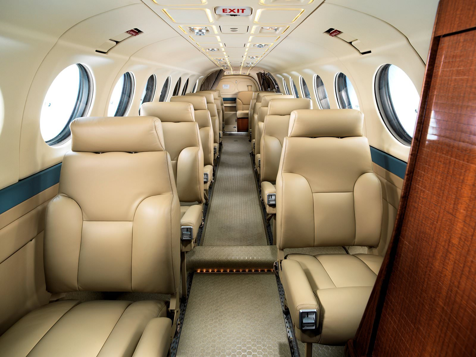 img55d381cbb7bd1 king air traveler airline style high density commuter seat 32 0369 Beechcraft F90 at nearapp.co