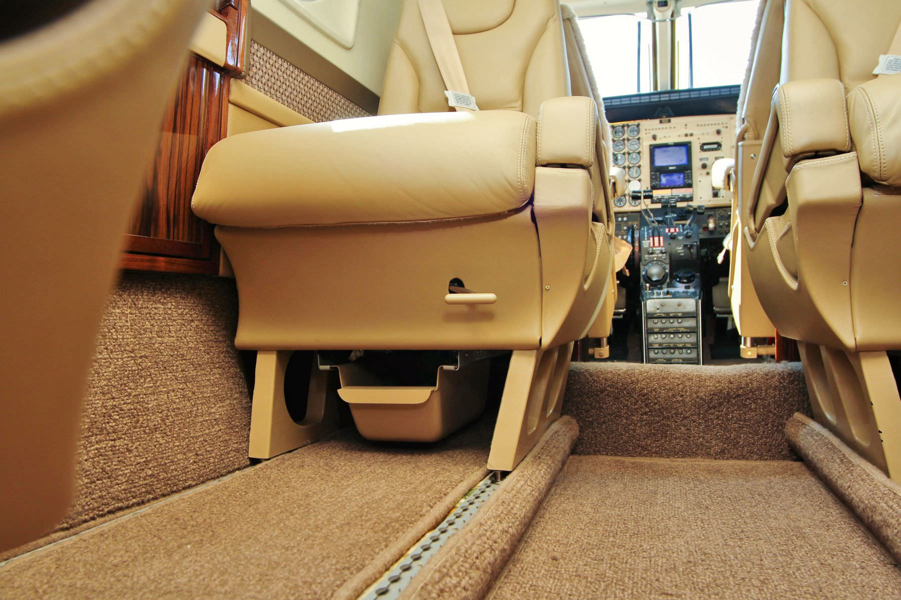 King Air RH Fwd Lateral Tracking Base, Captive » Aviation Fabricators